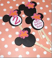Diy minnie mouse party use card stock to design minnie mouse birthday party invitations cut each invitation in the shape of minnies head and use colorful pens or markers to fill solutioingenieria Images