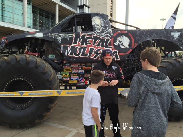 MonsterTruckJam Houston Texas A MUST See WwwBlogWithMomcom - Monster car show houston tx
