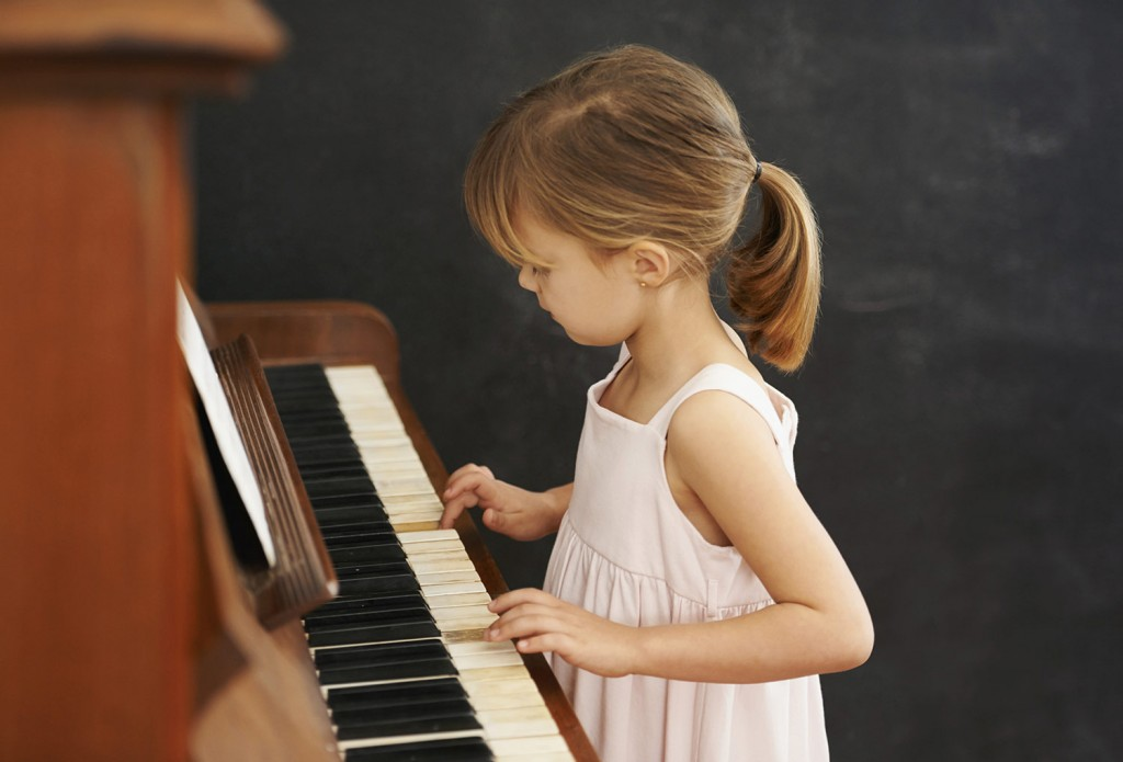kid-playing-piano__2581646a